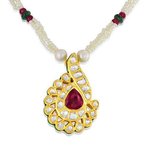 Jadau Pendant set with 3.1cts. Diamonds and Garnet