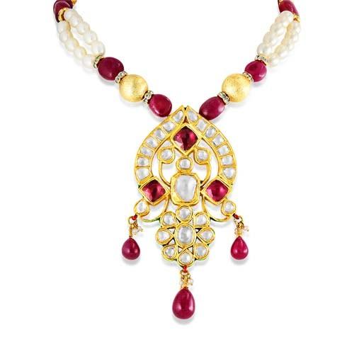 Jadau Pendant set with 6.5cts. Diamonds and Garnet