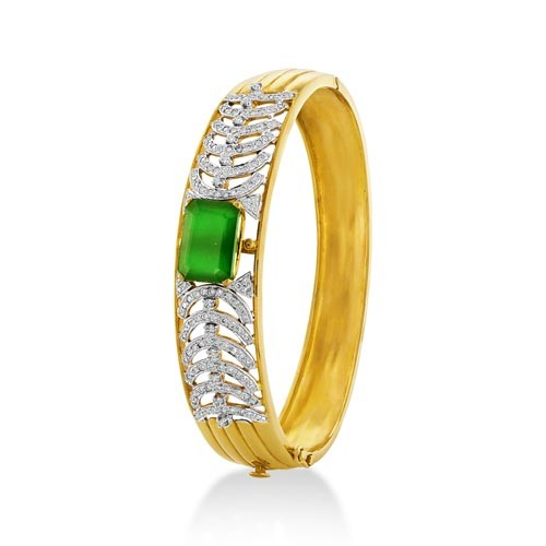 14ct. simulated emerald bracelet set with diamond in fancy bracelet