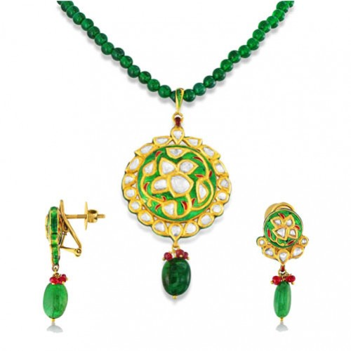 Jadau Pendant set with 3.5cts. Diamonds and Emerald