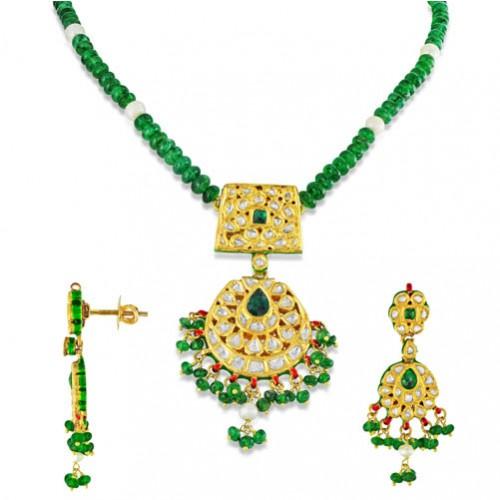 Jadau Pendant set with 3.2cts. Diamonds and Emerald