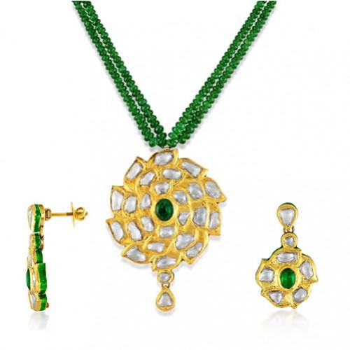 Jadau Pendant set with 7.75cts. Diamonds and Emerald