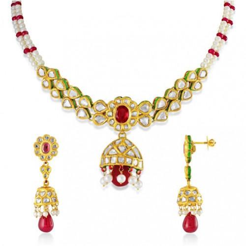 Jadau Necklace set with 5.25cts. Diamonds and Garnet