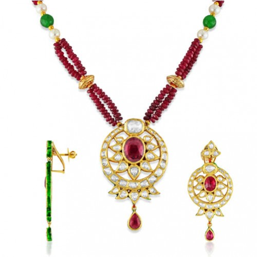 Jadau Pendant set with 7.5cts. Diamonds and Garnet