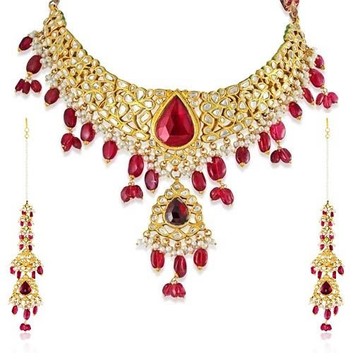 Jadau Necklace set with 13.7cts. Diamonds and Garnet
