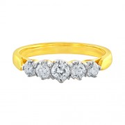 0.59ct. diamond ring set with diamond in traditional ring